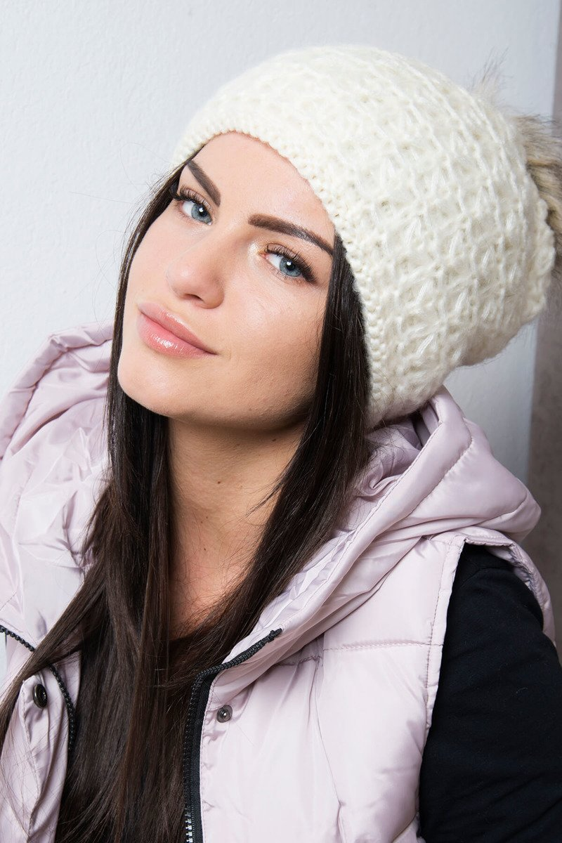 Ženska kapa s cofom
