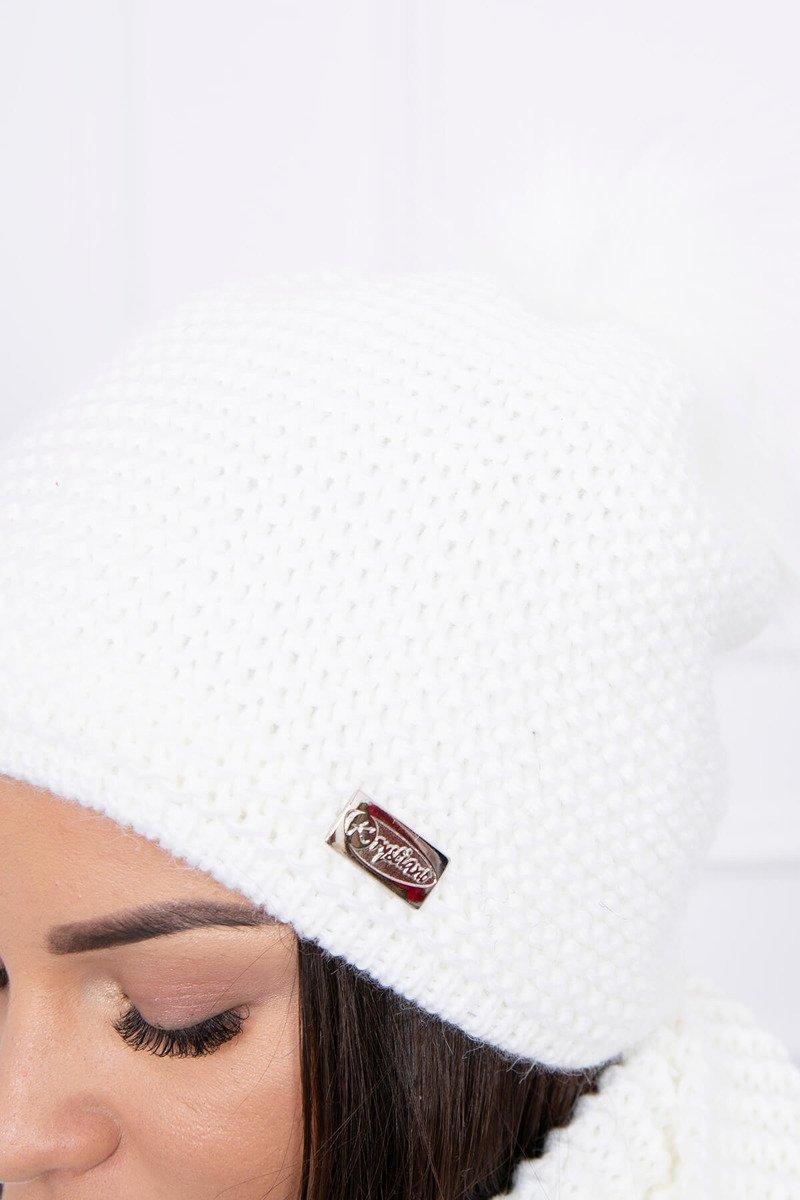 Ženska kapa in šal
