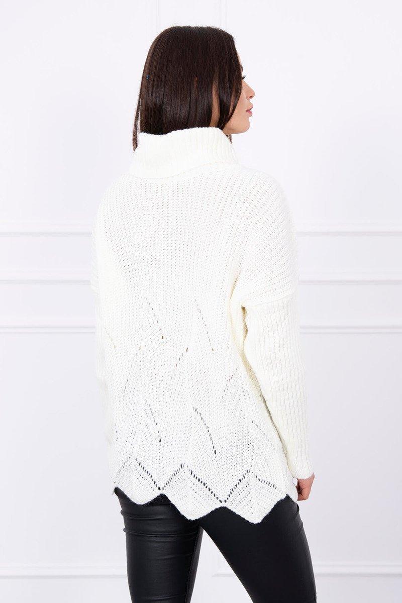 Pleten pulover z valovitim robom