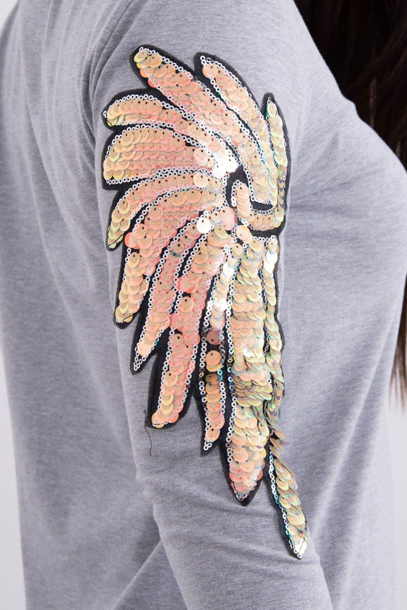 Obleka s krili na rokavih
