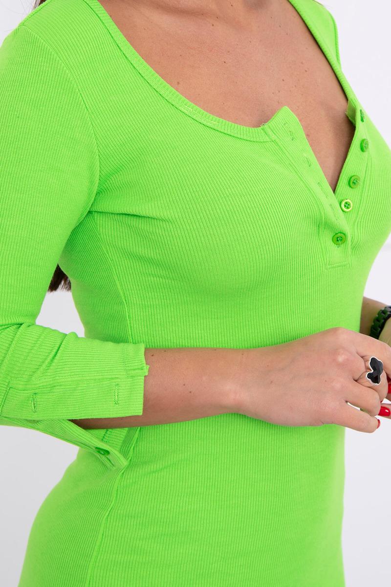 Telirana obleka z gumbi na dekolteju