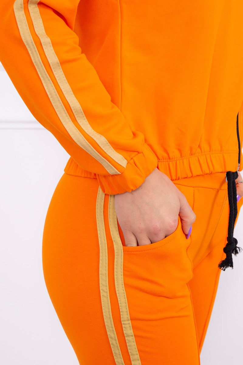 Ženska trenirka s črtami