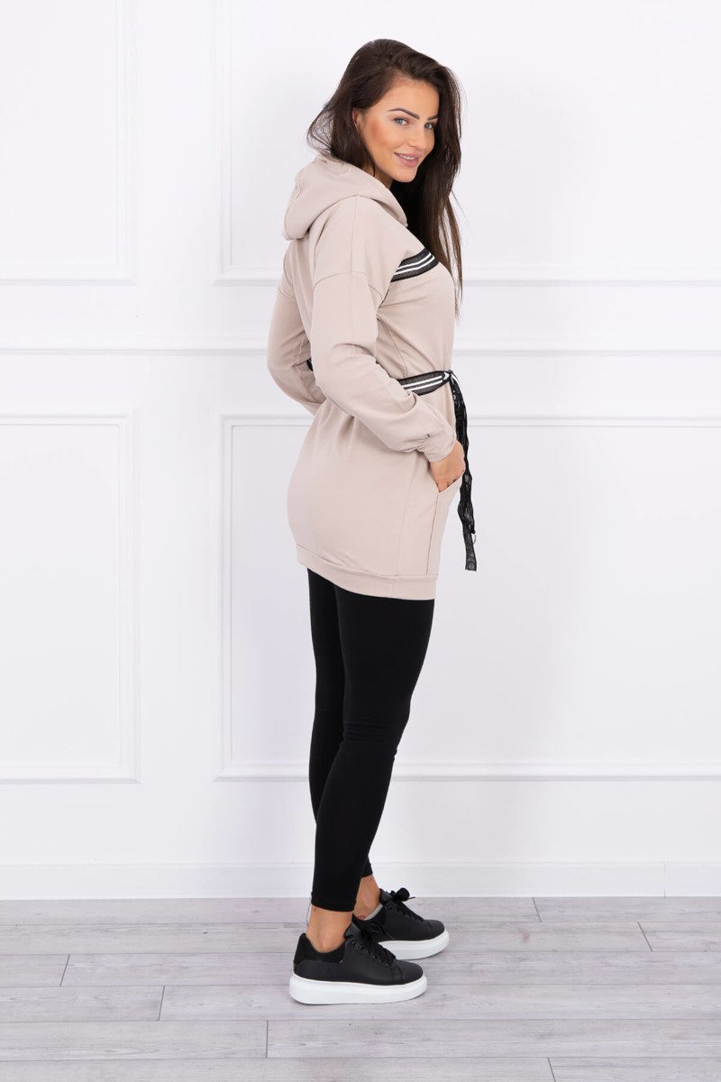 Obleka s kapuco in napisi