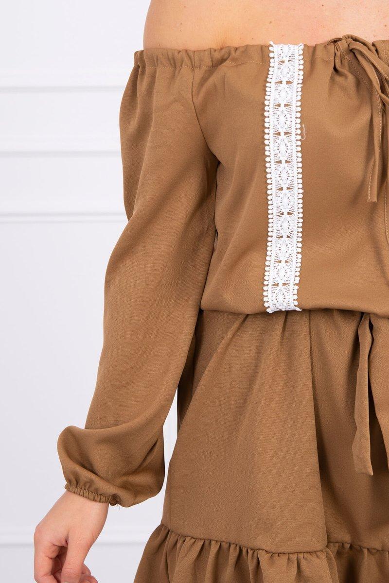Obleka s čipkastim trakom