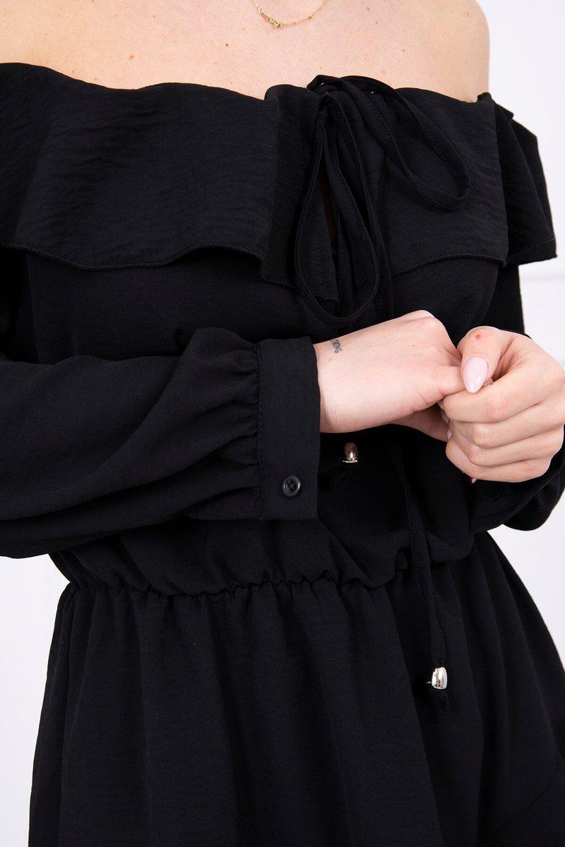Obleka z volančki in vezavo na izrezu