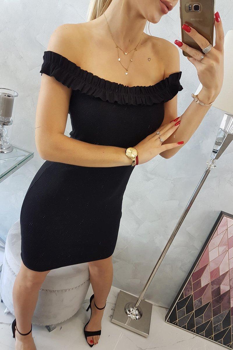 Obleka z golimi rameni in modnimi volančki