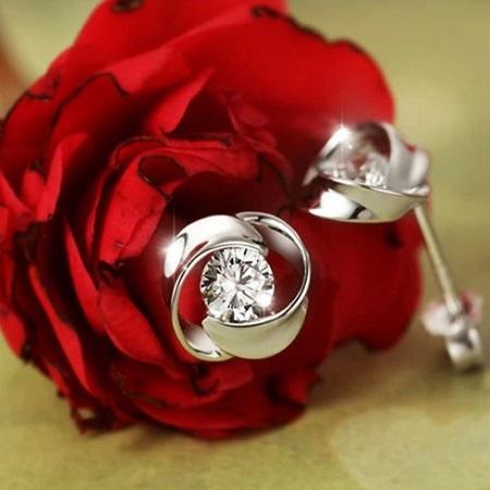 Srebrni uhani s cirkonijevim kristalom