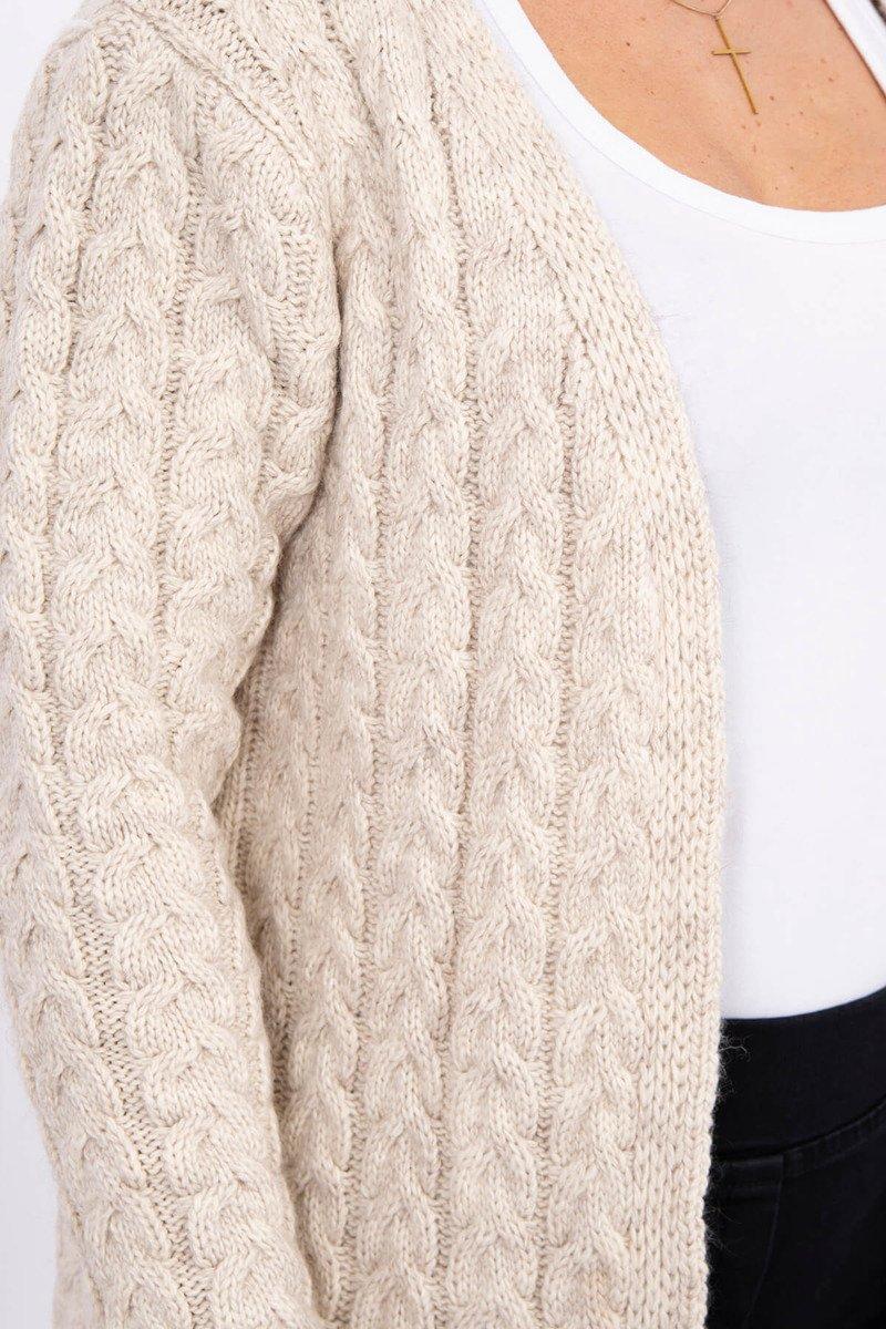 Daljša pletena jopica z vzorci
