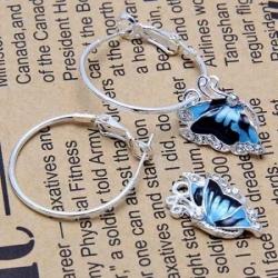 Uhani z obeskom modrega metulja