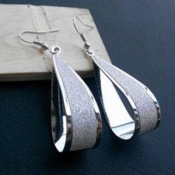 Viseči trendy uhani zlate ali srebrne barve