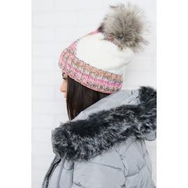Ženska kapa z vzorcem