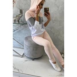 Ženski komplet z večbarvno jopico 8877, puder roza/siv
